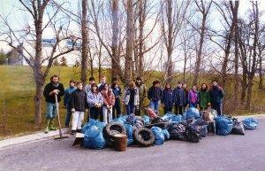 Environmental volunteers cleaning up Sardar river garbage
