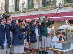 Chavales interesados en la actividad de educación ambiental