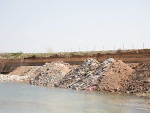Las masas de agua son utilizados como vertederos