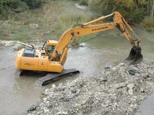 Los dragados destruyen el fondo y la vida de los ríos