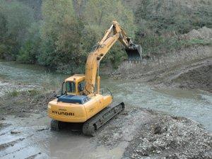 Las excavadoras destruyen los fondos de los ríos