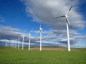 Los aerogeneradores industrializan nuestros campos y montes