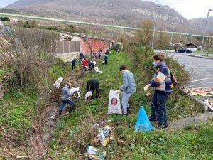Voluntarios ambientales en faena